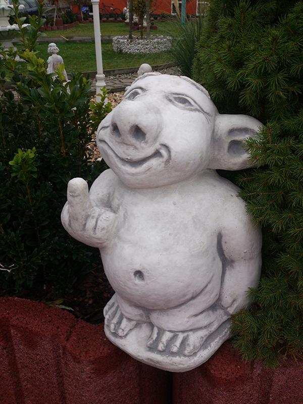 gartenfiguren troll xxl mann stinkefinger 38 cm steinguss gartendeko zwerge ebay. Black Bedroom Furniture Sets. Home Design Ideas